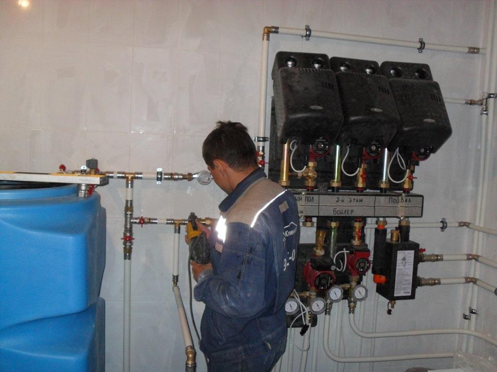 Процесс монтажа оборудования в котельных.